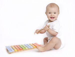 0歳1カ月から、リトミックは可能です。